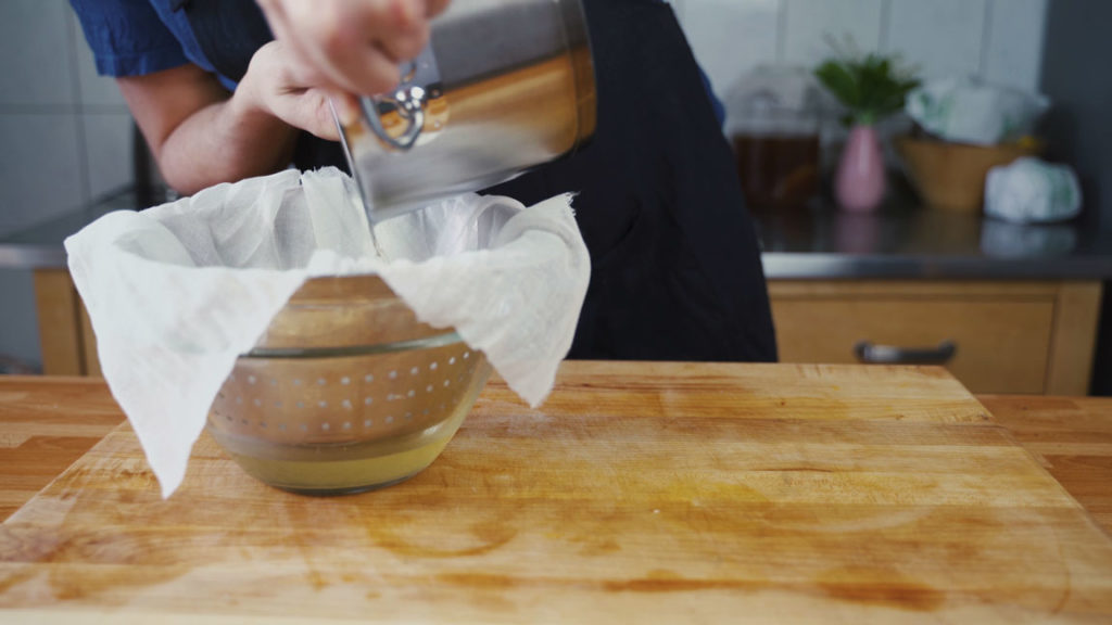 Griebenschmalz – cheesecloth 2