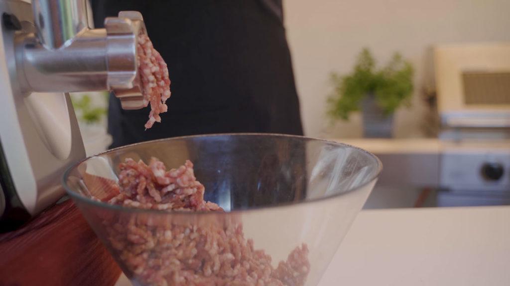 Smoked Bratwurst - grind meat